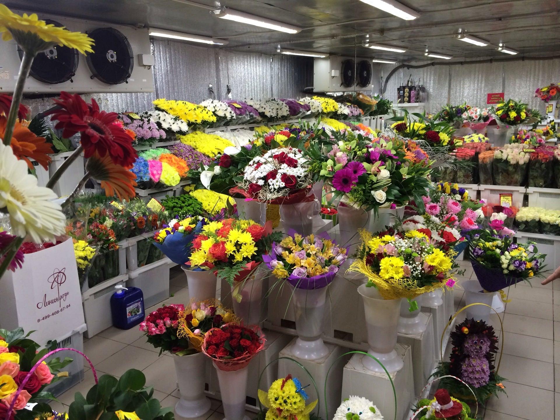 Покупает букет, оптовая продажа цветов иваново