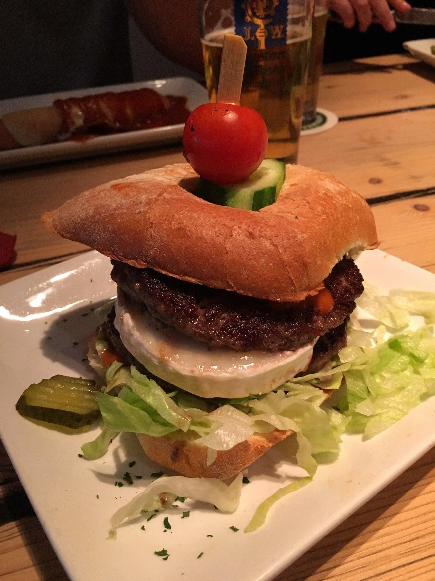 Echte Burger Auf Der Speisekarte Von Bratar In Karlsruhe