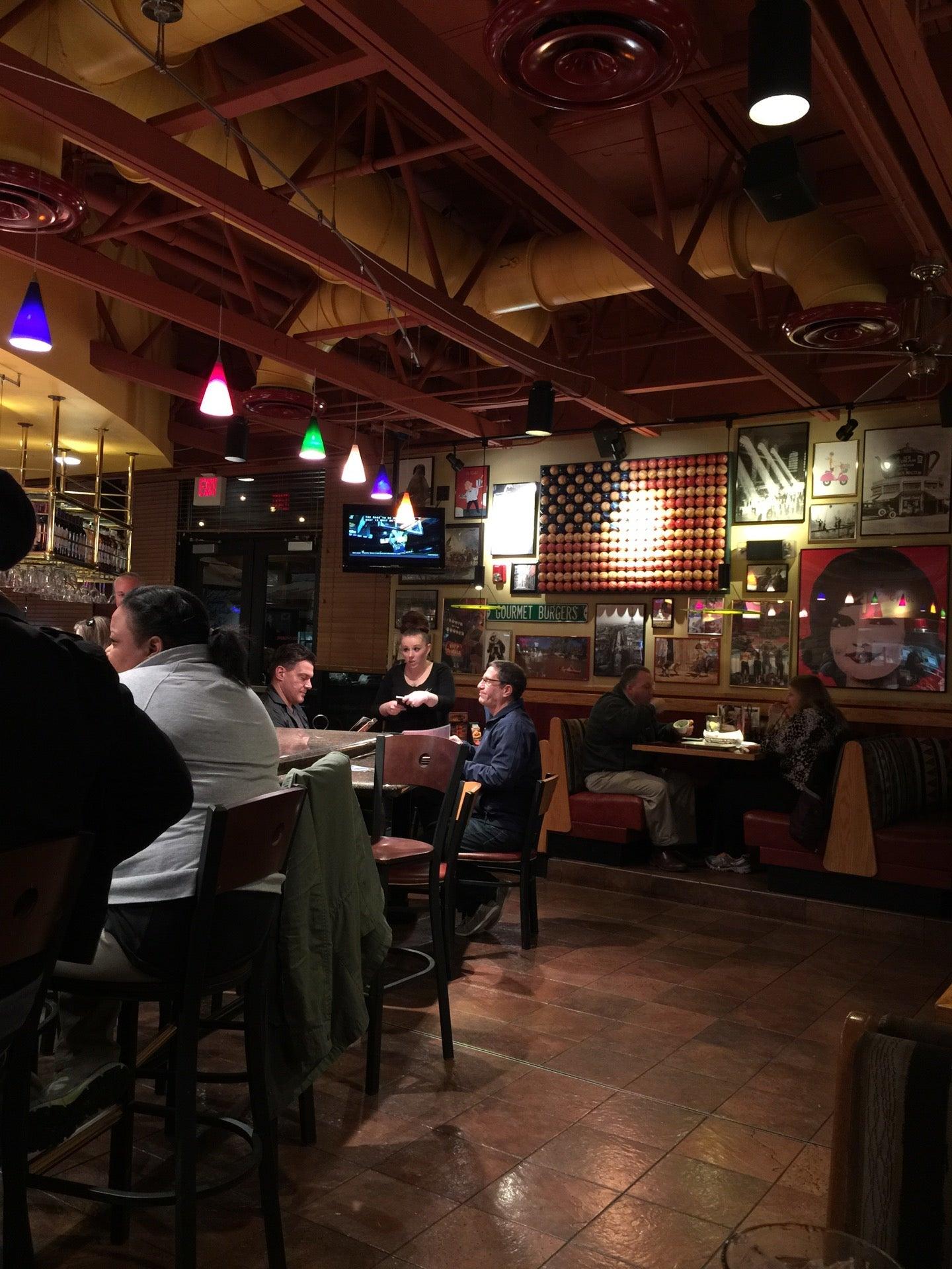Red Robin,american restaurants,burgers,family style restaurants,fries,horrible service,milkshakes,restaurants,sandwiches