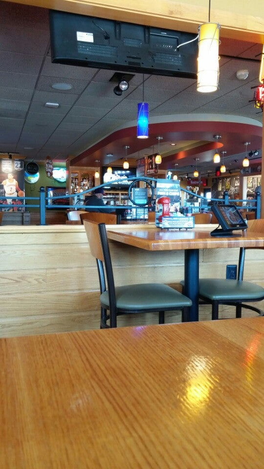 Applebee's Neighborhood Grill & Bar,bar,grill