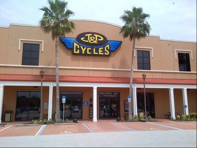 J&P CYCLES DESTINATION DAYTONA SUPERSTORE,bikers,motorcycles,tourists