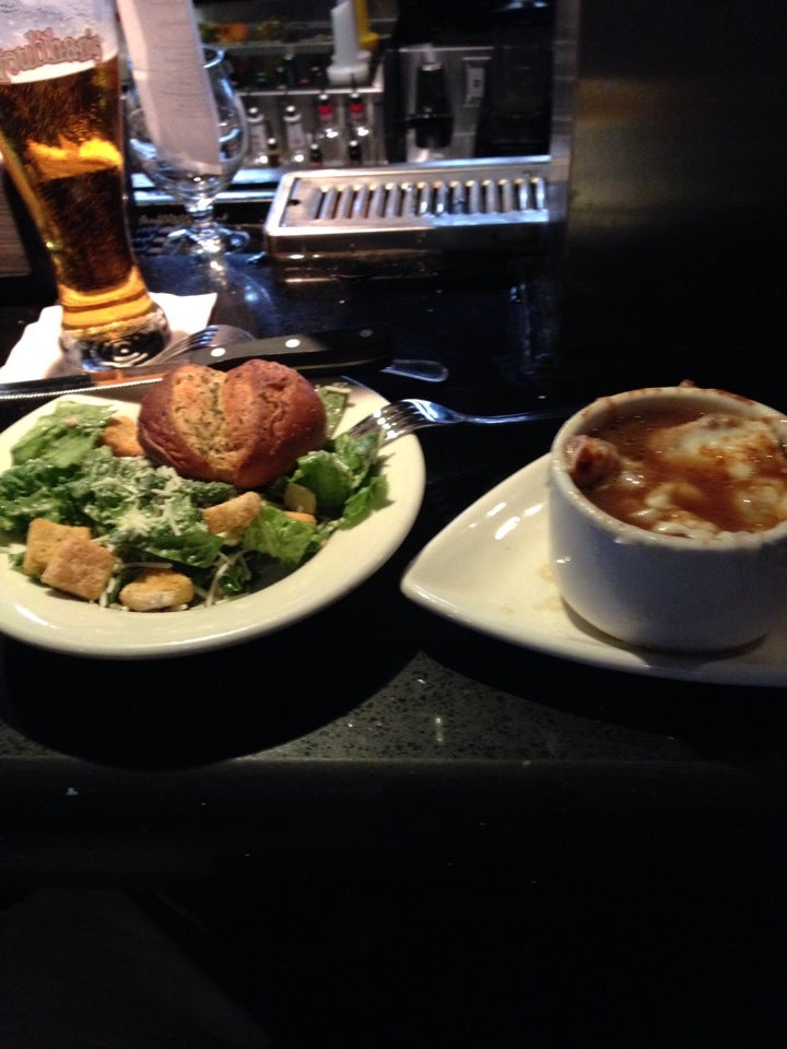 Houlihan's,bar,karaoke,restaurant