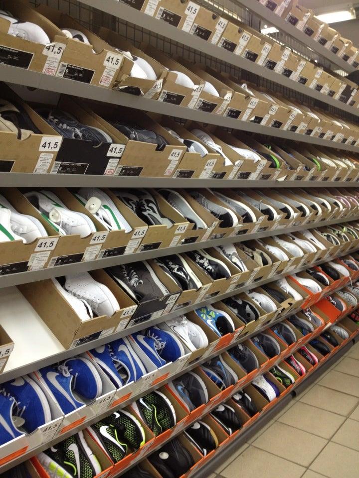 1f82f670 Nike Дисконт Центр на Сокольнической, отзывы о спортивных магазинах ...