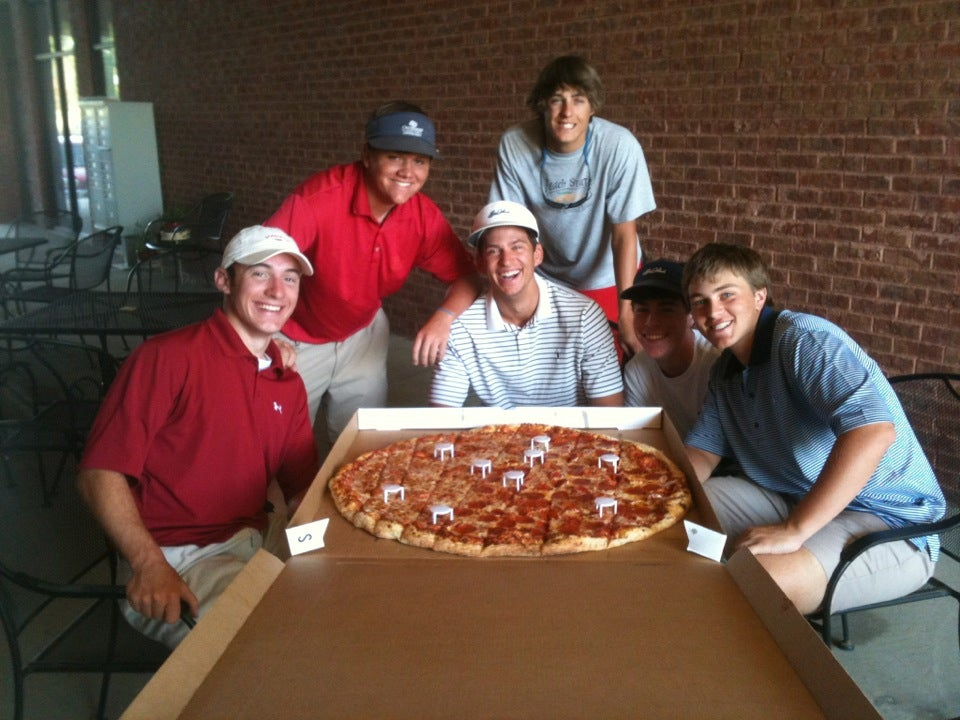 Fox's Pizza Den,calzones,italian,lunch buffet,pastas,salads,sandwiches