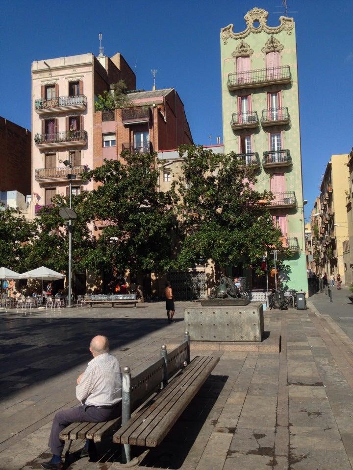 Plaza del sol barcelona spain touristeye for Plaza del sol