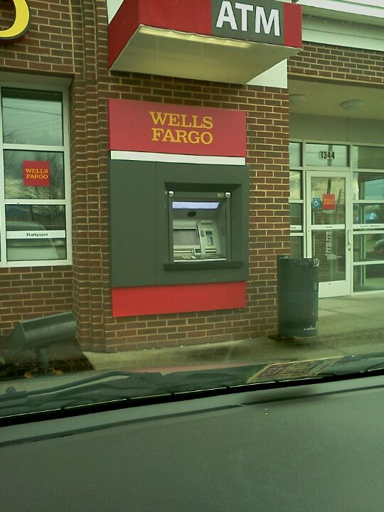 Wells Fargo,bank,banking,checking,checks,credit,loans,money,roanoke
