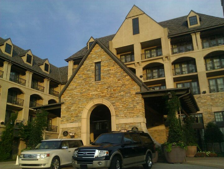 ROSS BRIDGE RESORT & SPA,bar,food,golf,hotel,indoor pool,lodging,pool,porsche sport driving school,restaurant,spa