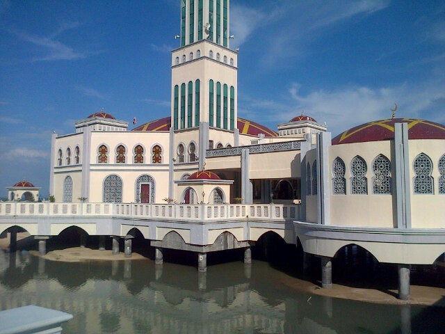 Masjid Terapung (floating Mosque)