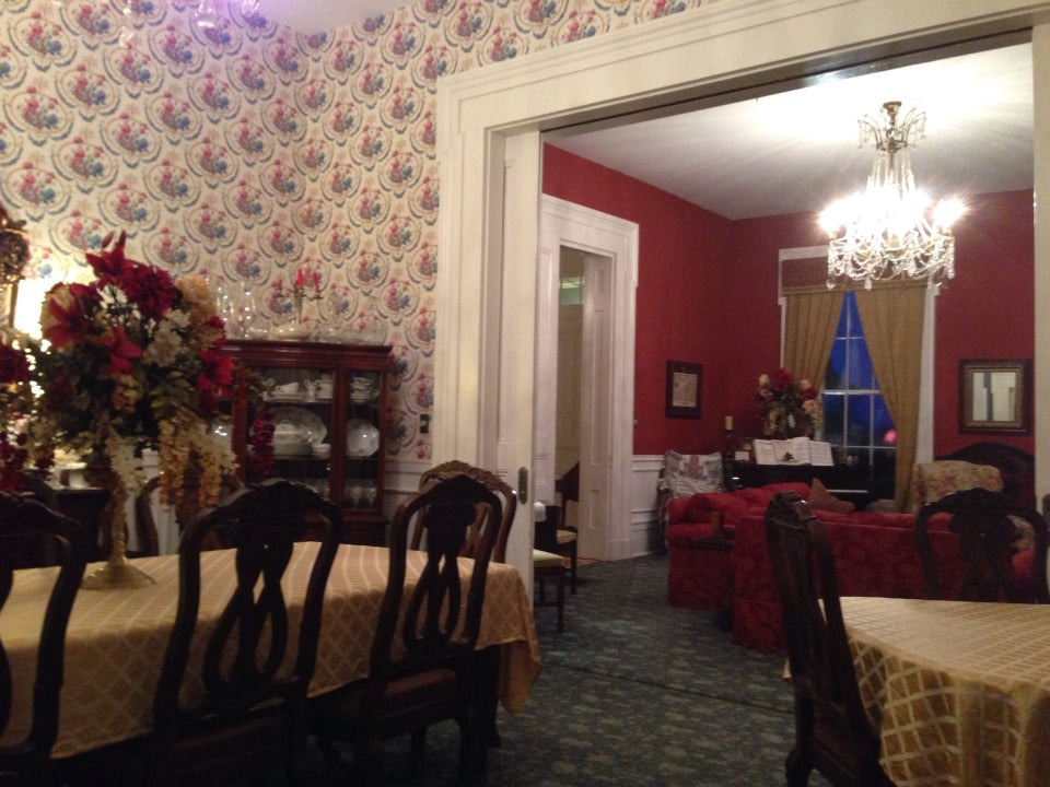 Photo of Maple Hill Manor Bed and Breakfast