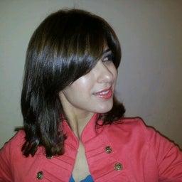 Yosra Yora